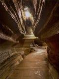 Gehweg in einer Untertagehöhle. Stockfotografie