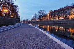 Gehweg entlang dem Fluss Elbe Stockfotografie