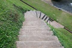 Gehweg, gehen unten, Steigungsweg Stockfotos