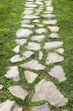 Gehweg im Garten Stockfotos
