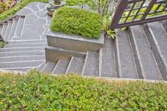 Gehweg mit Treppen Stockfoto