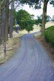 Gehweg- und Fahrradspur Stockfotos