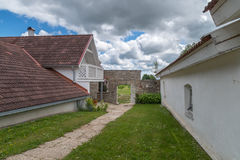 Gehweg und Tor zum Garten Lizenzfreies Stockfoto