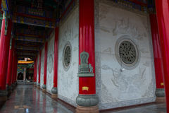 Gehweg Wat Leng Nei Yi NONTHABURI THAILAND lizenzfreie stockfotos