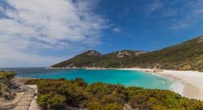 Gehweg zu wenigem Strand Albanien West-Australien Lizenzfreie Stockfotografie