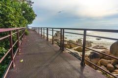 Gehweg zum auf den Strand zu setzen Lizenzfreies Stockfoto