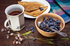 Geißblattbeeren und -pfannkuchen Stockbild