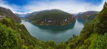 Geiranger海湾-挪威全景 免版税库存图片