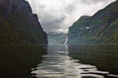 Geiranger в конце Sunnylvsfjorden, Норвегии Стоковое Изображение