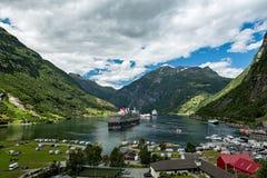Geiranger в конце Sunnylvsfjorden, Норвегии Стоковые Фотографии RF