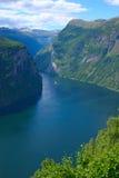 海湾geiranger全景垂直的视图 图库摄影