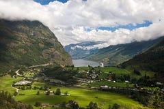 Geiranger fjord, Norge med kryssningshipen Arkivbild