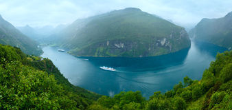 Geiranger Fjord (Norge) summer panorama Stock Photos