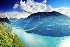 Geiranger fjord Norwegia krajobrazowa pogodna żywa kolorowa błękitne wody Zdjęcia Stock