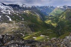 Geiranger-Fjord und das ornesvingen lizenzfreies stockbild