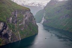 Geiranger-Fjord und Wasserfall mit sieben Schwestern Stockbild