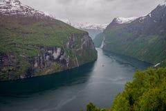 Geiranger-Fjord und Wasserfall mit sieben Schwestern Lizenzfreies Stockbild