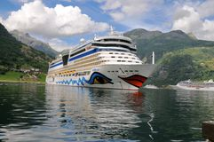 Geiranger, Noruega. Barco de cruceros AIDA Luna Fotos de archivo