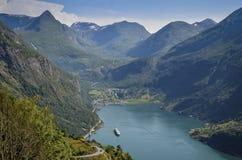 Geiranger y Geirangerfjord, Noruega Imágenes de archivo libres de regalías