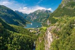 Geirangerfjord är den mest berömda naturliga gränsmärket i Norge Arkivbilder