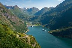 Geirangerfjord är den mest berömda naturliga gränsmärket i Norge Arkivbild