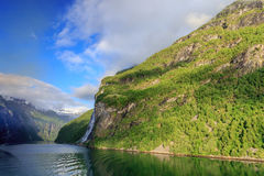 Geirangerfjord με τον καταρράκτη επτά αδελφών Στοκ Εικόνες