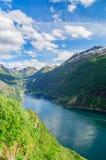 Geirangerfjord et ville Geiranger d'ici été, Norvège photos stock