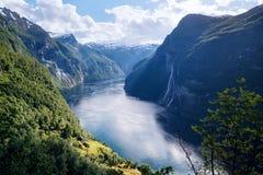 Geirangerfjord fjord och de sju systrarna vattenfall, Norge royaltyfria foton
