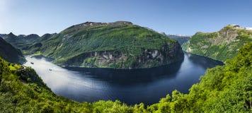 Geirangerfjord met Vlag stock afbeelding