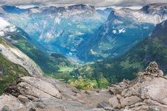 Geirangerfjord van onderstel Dalsnibba in Noorwegen royalty-vrije stock afbeeldingen
