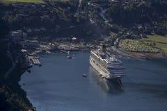 Geirangerfjorden, barco de cruceros, Noruega Foto de archivo libre de regalías