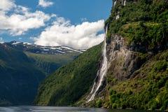 Geirangerfyord av Norge arkivbilder