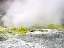 Geisers dichtbij de vulkaan royalty-vrije stock fotografie