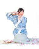 Geisha in blauwe kimono royalty-vrije stock foto's
