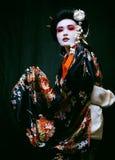 Geisha en kimono en negro Imágenes de archivo libres de regalías