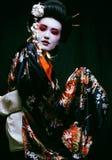 Geisha en kimono en negro Fotografía de archivo libre de regalías
