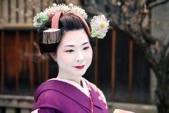 Geisha giapponese e sorriso Immagini Stock Libere da Diritti