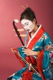 Geisha im Kimono mit erhu Stockfotografie