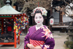 Geisha im Tempel von Kyoto Stockfotografie