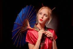 Geisha mit Regenschirm Lizenzfreies Stockbild