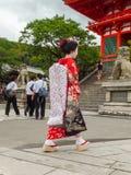 `-Geisha` på den Kiyomizu-dera templet Royaltyfri Foto