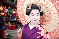 Geisha y paraguas Imagen de archivo libre de regalías