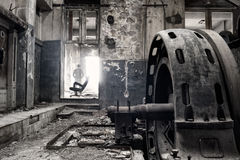 Geist in einer verlassenen Fabrik Stockbild