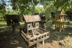 GEIST-HÄUSER THAILANDS ISAN Stockfoto