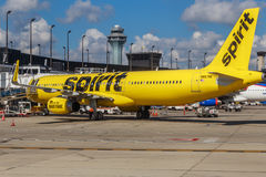 Geist-Passagierflugzeug geparkt am Tor Lizenzfreies Stockfoto