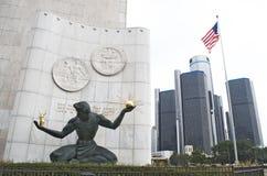 Geist von Detroit-Statue und von Renaissance-Mitte Lizenzfreie Stockfotos