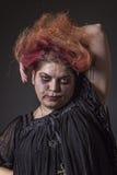 Geistesgestörte Frau in einem schrecklichen Zustand Lizenzfreies Stockfoto