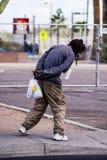Geistlich - kranker obdachloser Mann stockfotografie