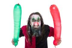 Gek en griezelig die Clownkostuum met ballons, op wit worden geïsoleerd Stock Foto's