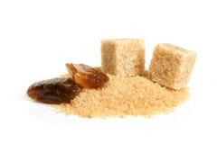 Gekarameliseerde suiker, rietsuikerkubussen en suiker-zand Stock Afbeeldingen